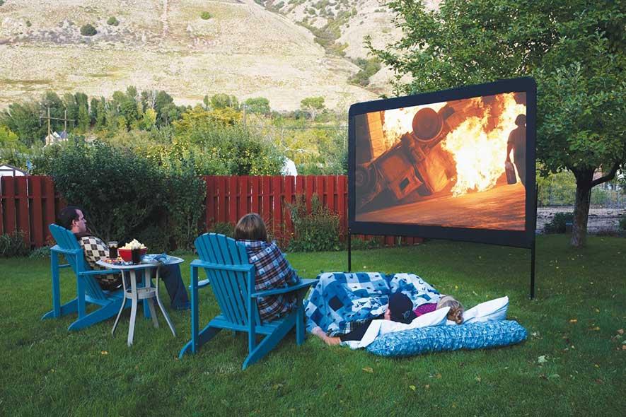 1406496408919 - Le système parfait de projection pour les soirées cinéma extérieur!